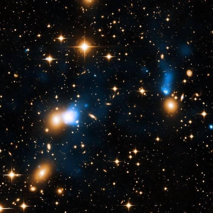 """Hình ảnh """"đuôi"""" thiên hà do đài quan sát của NASA chụp được."""