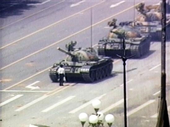 Vương Duy Lâm chặn xe tăng