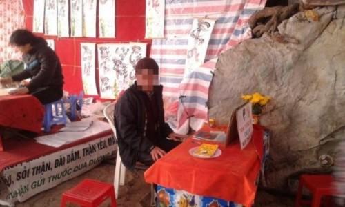 Xem bói chùa Hương: Tùy tâm nhưng… từ 50 nghìn - Ảnh 1