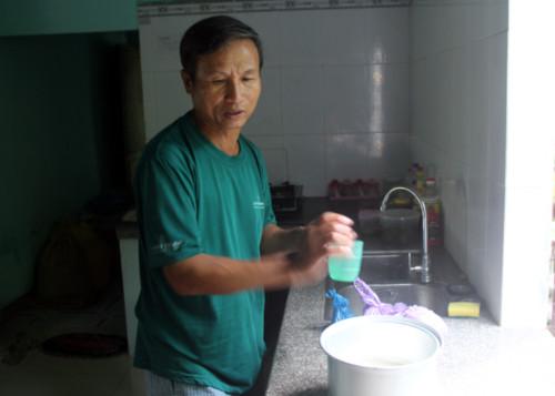 nguoi-dan-ong-tan-tao-nuoi-5-con-vao-dai-hoc-2