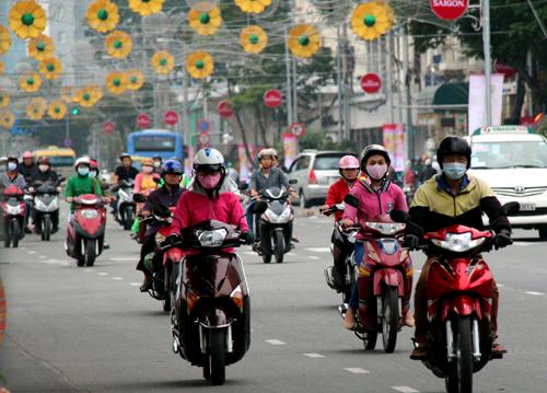 Thời tiết se se lạnh tại Sài Gòn và các tỉnh Nam Bộ khiến mọi người khi ra đường đều phải mặc áo ấm. Ảnh: Hữu Nguyên - vnexpress