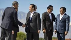 Tổng thống Mỹ Barack Obama bắt tay với Thủ tướng Việt Nam Nguyễn Tấn Dũng, sau khi chụp ảnh chung với các nhà lãnh đạo Đông Nam Á tại Sunnylands, California, hôm 16/2, ngày kết thúc hội nghị thượng đỉnh Mỹ - ASEAN.