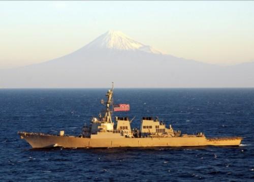 Nhật Bản ủng hộ hoạt động của tàu chiến Mỹ tại Biển Đông - Ảnh 1