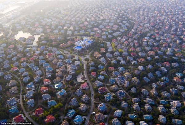 Hoa mày chóng mặt với hàng nghìn căn biệt thự san sát ở Trung Quốc - Ảnh 1.