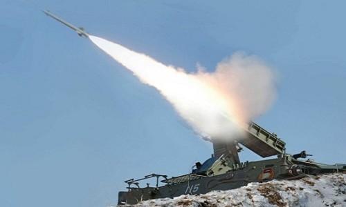 Triều Tiên bắn ba quả tên lửa tầm ngắn hồi tháng 5/2013. Ảnh minh họa: KCNA
