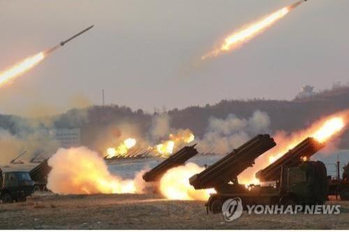 Triều Tiên kéo 300 hệ thống MLRS tới biên giới với Hàn Quốc - Ảnh 1