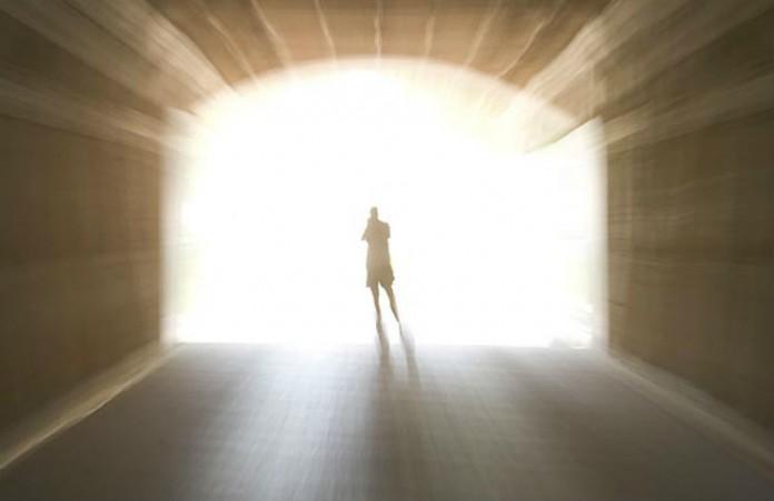Trải nghiệm cận tử giúp con người sống tốt hơn khi nhận ra và sửa những lỗi lầm mình từng mắc phải.
