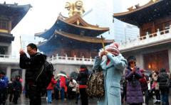 Theo một chương trình điều tra nội bộ, có đến 67% quan chức đã nghỉ hưu tham gia hoạt động tôn giáo tín ngưỡng. Kết quả điều tra đã làm các Ủy viên Bộ Chính trị Trung Quốc đương nhiệm phải giật mình. (Ảnh: internet)