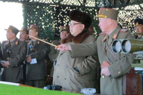 Kim Jong-un bat ngo tuyen bo Trung Quoc la 'ke thu' - Anh 1