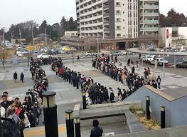 Xếp hàng trong trật tự là văn hóa thường ngày ở Nhật Bản. Ảnh nhanlucnhatban