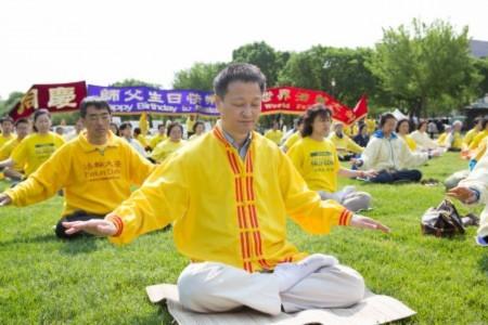 Ông Trương Nghiên Kim, giảng viên Virus học tại Đại học Maryland cũng cảm ơn Sư phụ Lý Hồng Chí vì đã giúp anh theo con đường tu luyện, nhận rõ chân tướng cuộc đời (Ảnh: Lisha/Đại Kỷ Nguyên tiếng Trung).