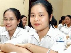 Hà Minh Ngọc (phải) trong lớp học cùng các bạn - Ảnh: Hồng Vĩnh (Tiền Phong)