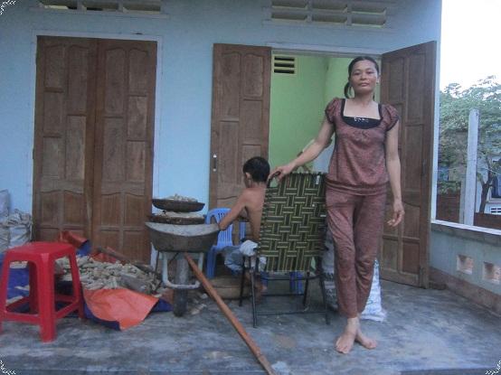 chị Nguyễn Thị Thủy mẹ của Ngân. Ảnh quangngai.gov.vn