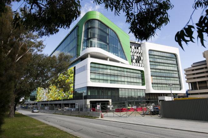 Bệnh viện nhi Perth trị giá hơn 1,2 tỉ đô la Úc bị phát hiện có các tấm lót trần chứa amiăng gây ung thư - Ảnh: Chính phủ Australia