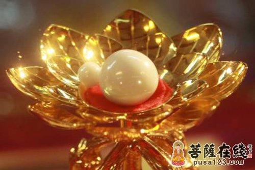 minhbao.net-quan-niem-ve-song-chet-giua-nguoi-thuong-va-bac-chan-tu