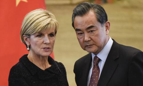 Ngoại trưởng AustraliaJulie Bishop và người đồng cấp Trung Quốc Vương Nghị. Ảnh:
