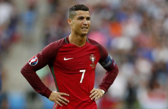 Siêu sao Real Madrid bật khóc
