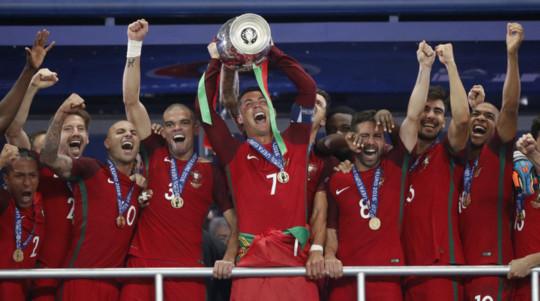Ronaldo và các đồng đội trở thành hiện tượng kỳ là nhất của Euro 2016 khi là đội duy nhất hòa 6/7 trận ở 90 phút nhưng sau đó đăng quang
