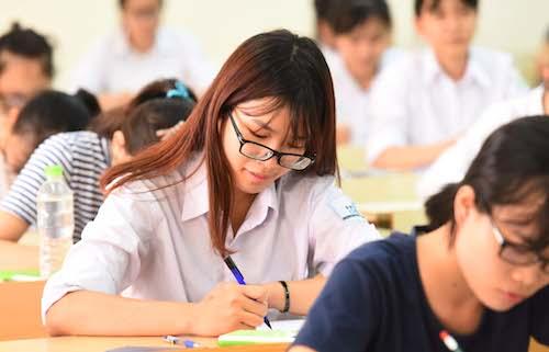 Thí sinh trước giờ làm bài thi. Ảnh: Giang Huy - vnxpress.net