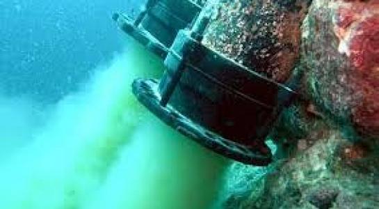 Ống xả thải chôn ngầm dưới biển của Công ty Formosa. Ảnh motthegioi.vn