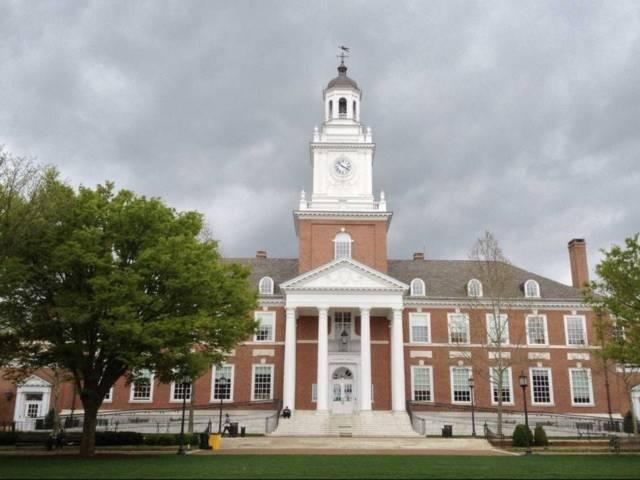 Johns Hopkins - Ngôi trường yêu dấu của nhà tỷ phú