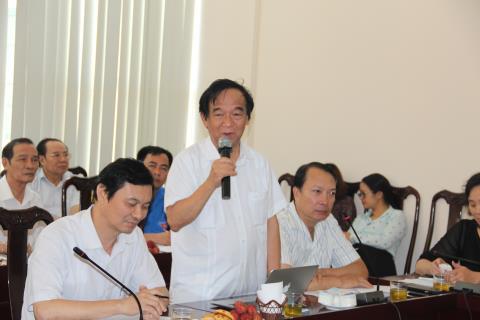 GSTS Nguyễn Lân Dũng kể chuyện con gái nhận lương TS 3 triệu, trong khi phải thuê ô sin 5 triệu/tháng. Ảnh: Nguyễn Hoàn - baodatviet.vn