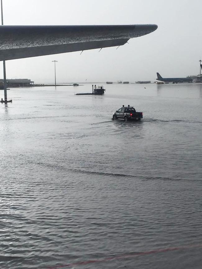 Sân bay Tân Sơn Nhất thành sông lớn
