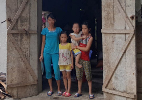 Gui cac quan chuc xu Thanh dang me mai di dep 'tin don'… - Anh 2