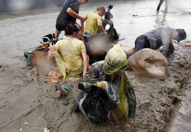 Chứng kiến thủy quái trên sông Tiền Đường, nhiều người không khỏi rùng mình trước sức mạnh của mẹ Thiên nhiên - Ảnh 9.