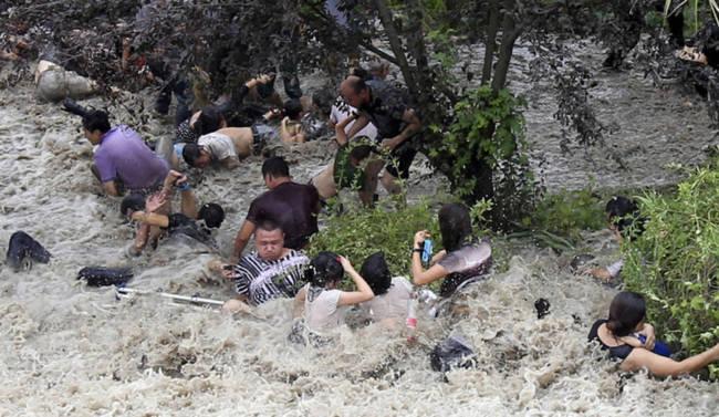 Chứng kiến thủy quái trên sông Tiền Đường, nhiều người không khỏi rùng mình trước sức mạnh của mẹ Thiên nhiên - Ảnh 10.