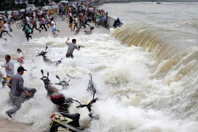 Chứng kiến thủy quái trên sông Tiền Đường, nhiều người không khỏi rùng mình trước sức mạnh của mẹ Thiên nhiên - Ảnh 6.