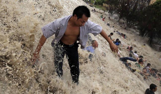 Chứng kiến thủy quái trên sông Tiền Đường, nhiều người không khỏi rùng mình trước sức mạnh của mẹ Thiên nhiên - Ảnh 8.