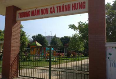 Hơn 200 trẻ mầm non ở xã Thành Hưng không được cha mẹ đưa tới trường vì sợ trạm BTS phát sóng mạnh ảnh hưởng tới ức khỏe trẻ em. Ảnh: Lê Hoàng - vnexpress.net