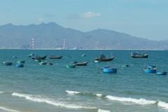 Khu vực biển trước nhà máy nhiệt điện Vĩnh Tân. Ảnh laodong.com.vn