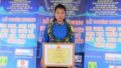 Em Đặng Thị Huyền tại buổi lễ tuyên dương học sinh sinh viên dân tộc thiểu số xuất sắc