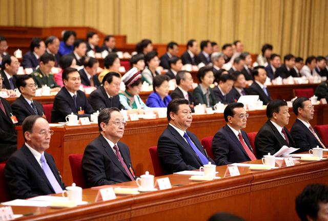 Từ trái sang phải: Vương Kỳ Sơn, Du Chính Thanh, Tập Cận Bình, Lý Khắc Cường, Lưu Vân Sơn, Trương Cao Lệ. Ảnh Tân Hoa Xã