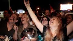 Người dân tại Little Havana, Miami ăn mừng sau khi nghe tin về cái chết của  Fidel Castro. Ảnh Reuters