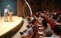 Giáo sư Michael Puett đang giảng dạy cho các sinh viên Harvard (Ảnh: Internet)