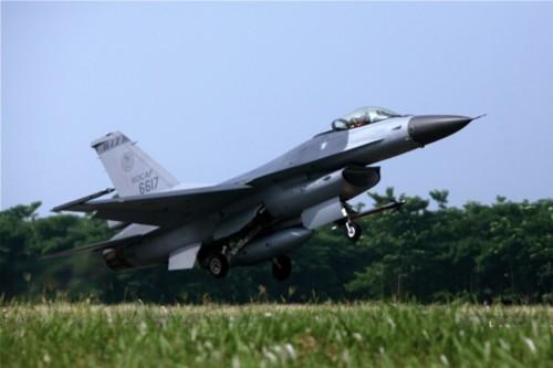 F-16 Đài Loan giám sát tàu sân bay Trung Quốc
