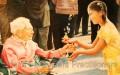 """Tranh sơn dầu """"Món quà"""" của Kathleen Gillis (chanhkien.org)"""