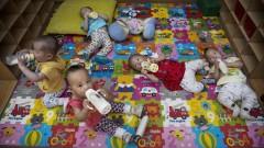 Trẻ mồ côi tại một mái ấm ở Bắc Kinh - Ảnh: Getty Images