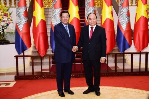 Thủ tướng Campuchia Hun Sen và Thủ tướng Nguyễn Xuân Phúc tại Hà Nội. Ảnh: Giang Huy