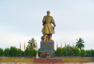 Tượng Quốc Công Tiết Chế Hưng Đạo Đại Vương Trần Quốc Tuấn ở Nam Định. Ảnh: Ditichlichsuvanhoa.