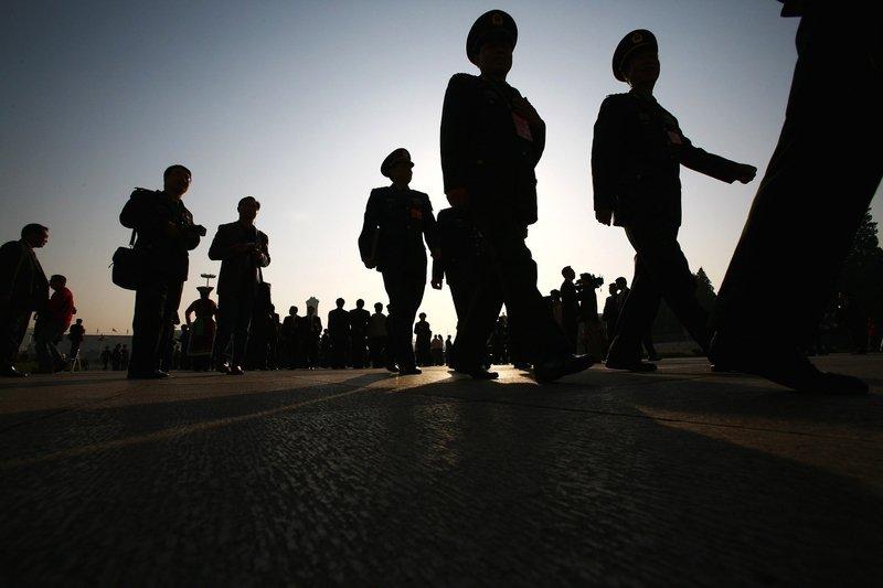 Lưỡng hội Trung Quốc đang diễn ra, ẩn trong không khí ồn ào náo nhiệt bên ngoài là cuộc đấu đá chính trị căng thẳng bên trong.