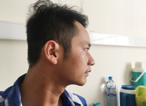 Anh Lê Minh Hoàng kể về hai người bạn xấu số của mình với nét mặt tiếc thương. Ảnh: Phúc Hưng