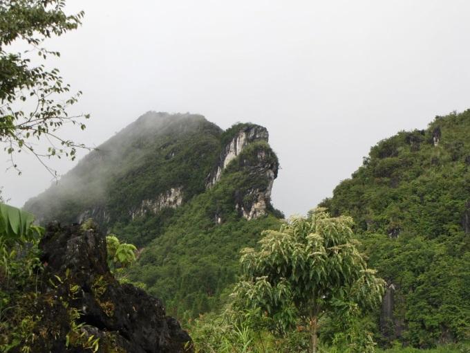 Núi Hàm Rồng linh thiêng của Thanh Hóa. (Ảnh qua namviettravel.com.vn)