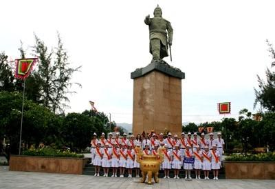 Tượng Đức Thánh Trần ở NhA Trang. Ảnh qua baoxaydung.com.vn