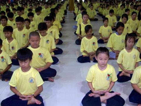 Trẻ em tập Pháp Luân Công