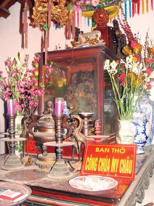 """Am thờ Mỵ Châu bên trái đền """"Ngự triều Di quy"""". (Ảnh từ giadinh.net.vn)"""