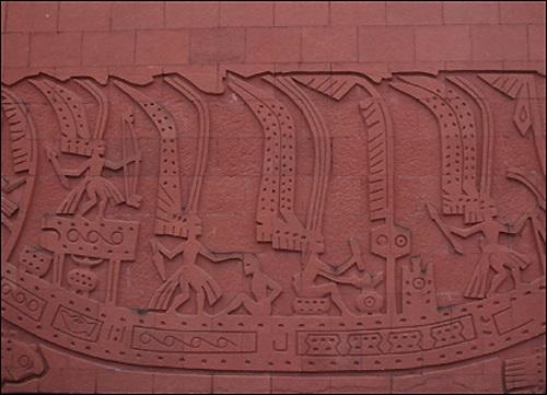 Hình tượng người chim khắc trên tường lăng Triệu Văn Vương. (Ảnh từ nanyue)